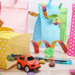 5 Papiertüten grün Punkte inkl. 5 Dekoklammern| H 18 cm - 6 x 9 cm | Geschenktüten Kindergeburtstag Gastgeschenk DIY